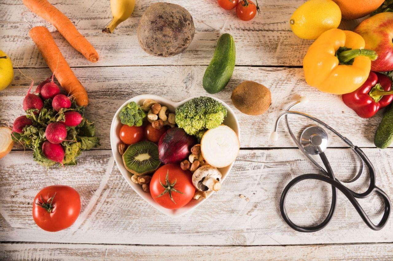 ¿Cómo puede una buena alimentación protegerle contra el COVID 19?