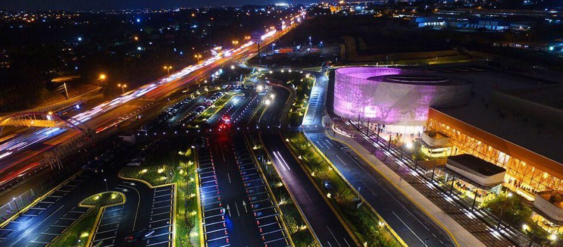 Vista nocturna del Centro de Convenciones de Costa Rica