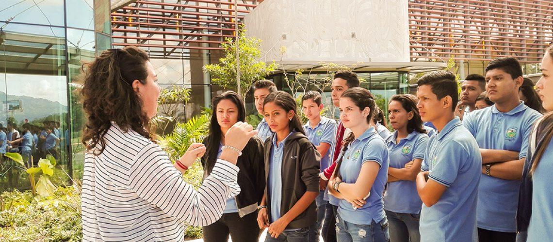 Visita guiada a estudiantes en el centro de convenciones de costa rica