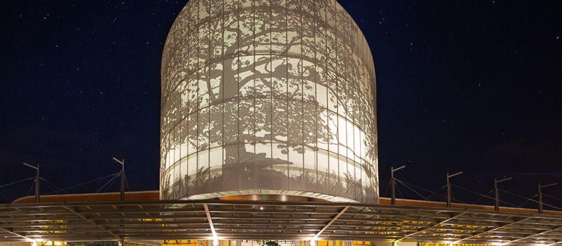 vista nocturna de centro de convenciones de costa rica